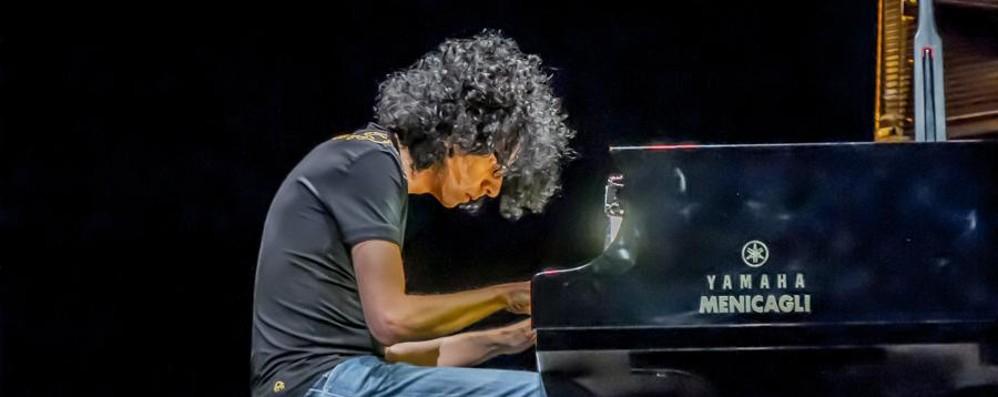Allevi al Creberg: 30' di bis -Video Un pianista da prendere o lasciare