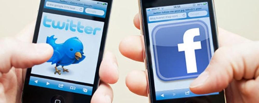 Dalle notizie ai video virali 10 motivi per cui usiamo i social