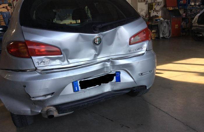 Un'auto tamponata nell'incidente