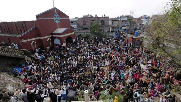 Pakistan: 14enne cristiano arso vivo