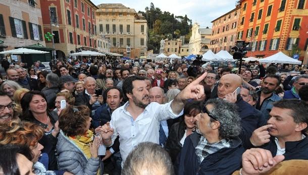 Salvini, contro violenti sto con polizia