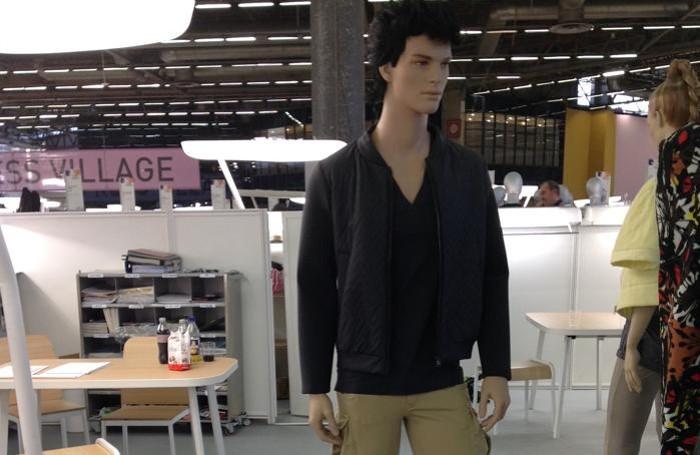 Un modello della collezione primavera-estate presentata alla Premiére Vision di Parigi