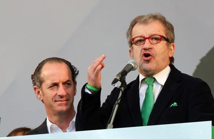 Luca Zaia e, a destra, Roberto Maroni