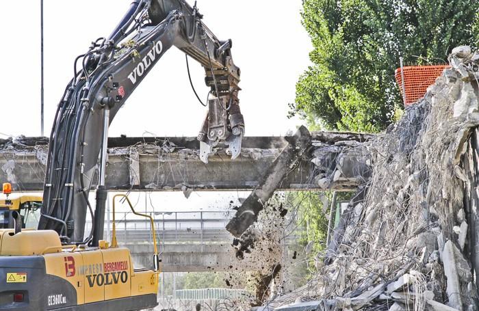 La demolizione del ponte nello scorso mese di settembre