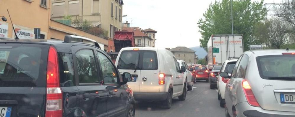 Cantiere in via San Giorgio La giornata inizia tra i disagi