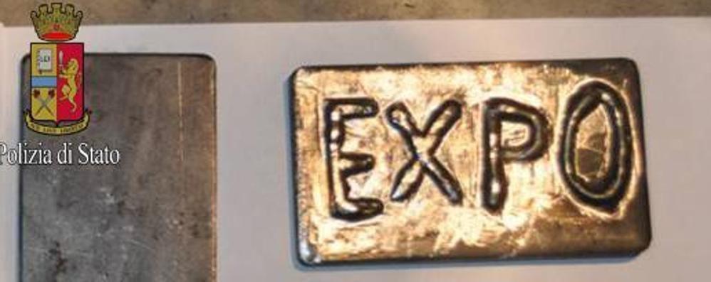 Expo, anche gli spacciatori si preparano Sequestrati panetti di hashish con il logo