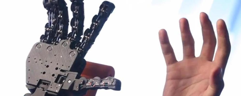 Ecco la mano bionica made in Italy  «Costerà come uno scooter»