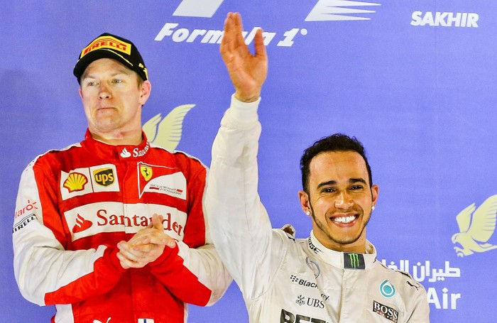 Hamilton con Raikkonen alle spalle, primo e secondo in Bahrain