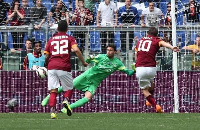 Il gol dell'1-0 di Totti al 3' pt