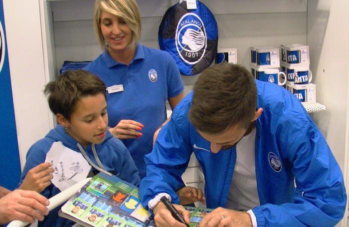 D'Alessandro firma autografi all'Atalanta Store