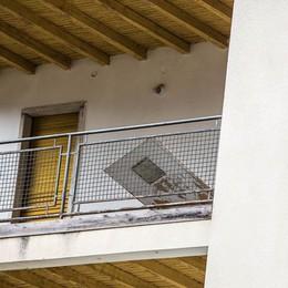 Roncobello condanna i vandalismi Ma l'arrivo dei profughi preoccupa