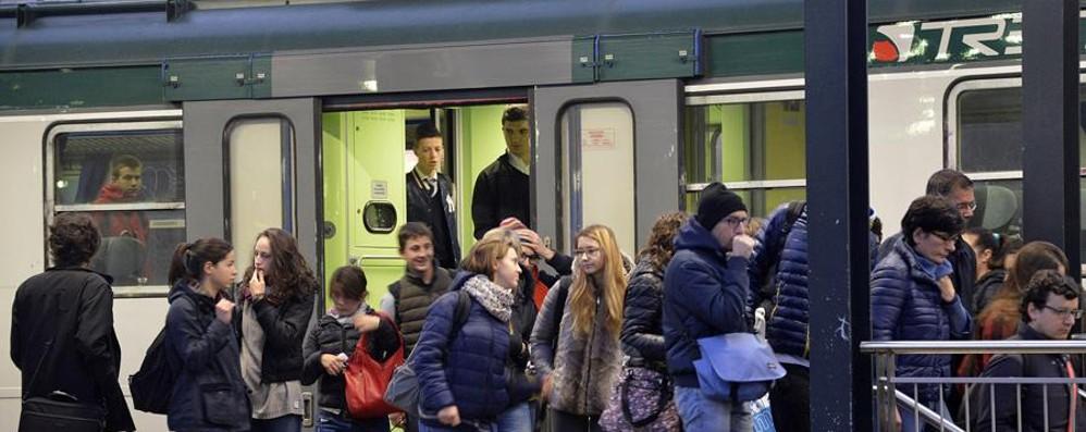 Taglio delle corse Bergamo-Milano? I pendolari: Così falliremo su Expo