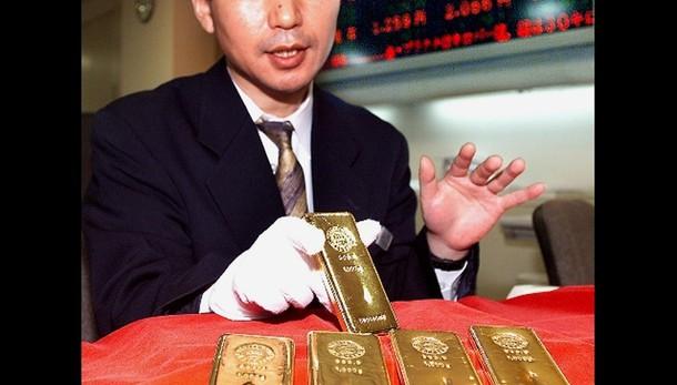 Oro: in ribasso sotto 1.200 dollari