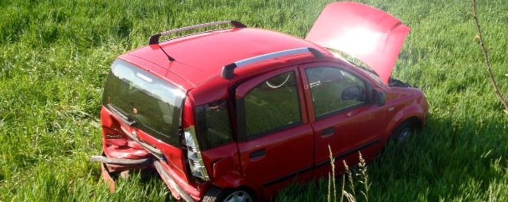 Schianto sulla Francesca - Video Auto vola nel campo: 2 feriti, uno grave