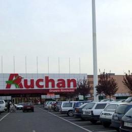 Auchan, assemblee di lavoratori in attesa dello sciopero del 9 maggiio