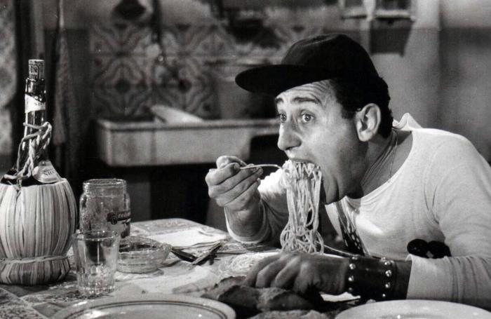 Alberto Sordi in una scena del film «Un americano a Roma»