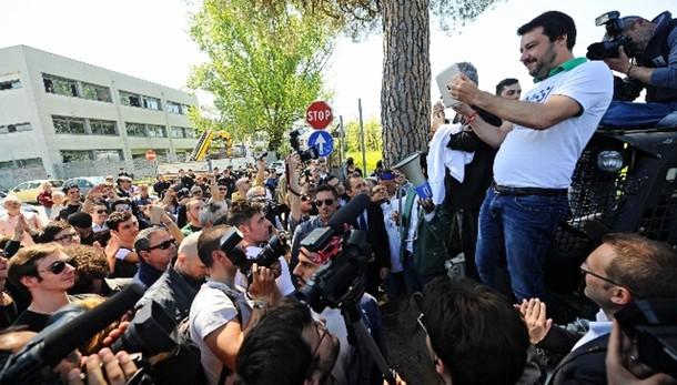 Salvini a Morandi, migranti a casa sua