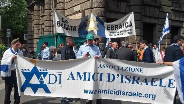 A corteo insulti a Brigata ebraica