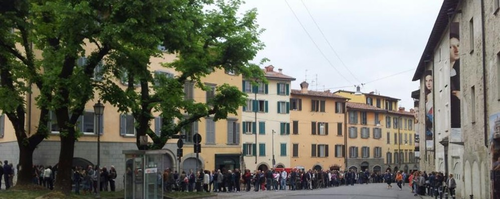 Carrara, ancora entusiasmo e code  E in Santa Caterina anche la movida