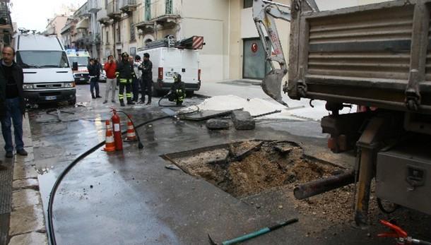 Esplosione Barletta, un morto e 3 feriti