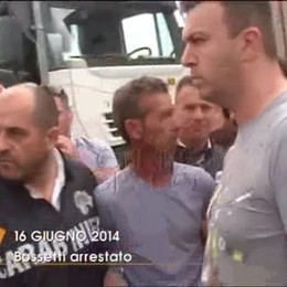 L'arresto: arriva la macchina che porterà Bossetti in caserma