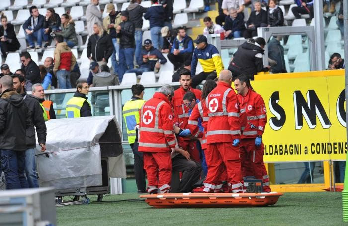 Tifoso soccorso dalla Croce Rossa durante il derby Torino-Juventus allo stadio Olimpico di Torino