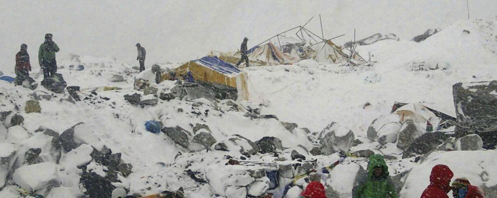 Nepal in ginocchio: 1.500 i morti Tre italiani bloccati sull'Everest