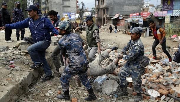 Sisma Nepal: numero vittime sale a 2.500
