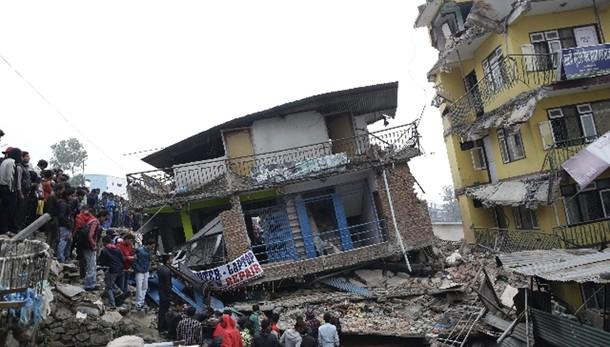 Sisma Nepal: stato calamità, 2.152 morti