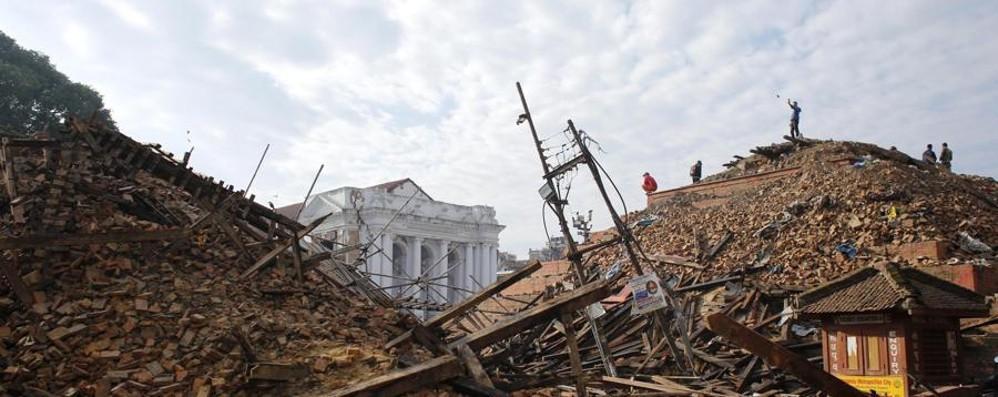 Il Nepal devastato dal terremoto La Caritas apre una sottoscrizione