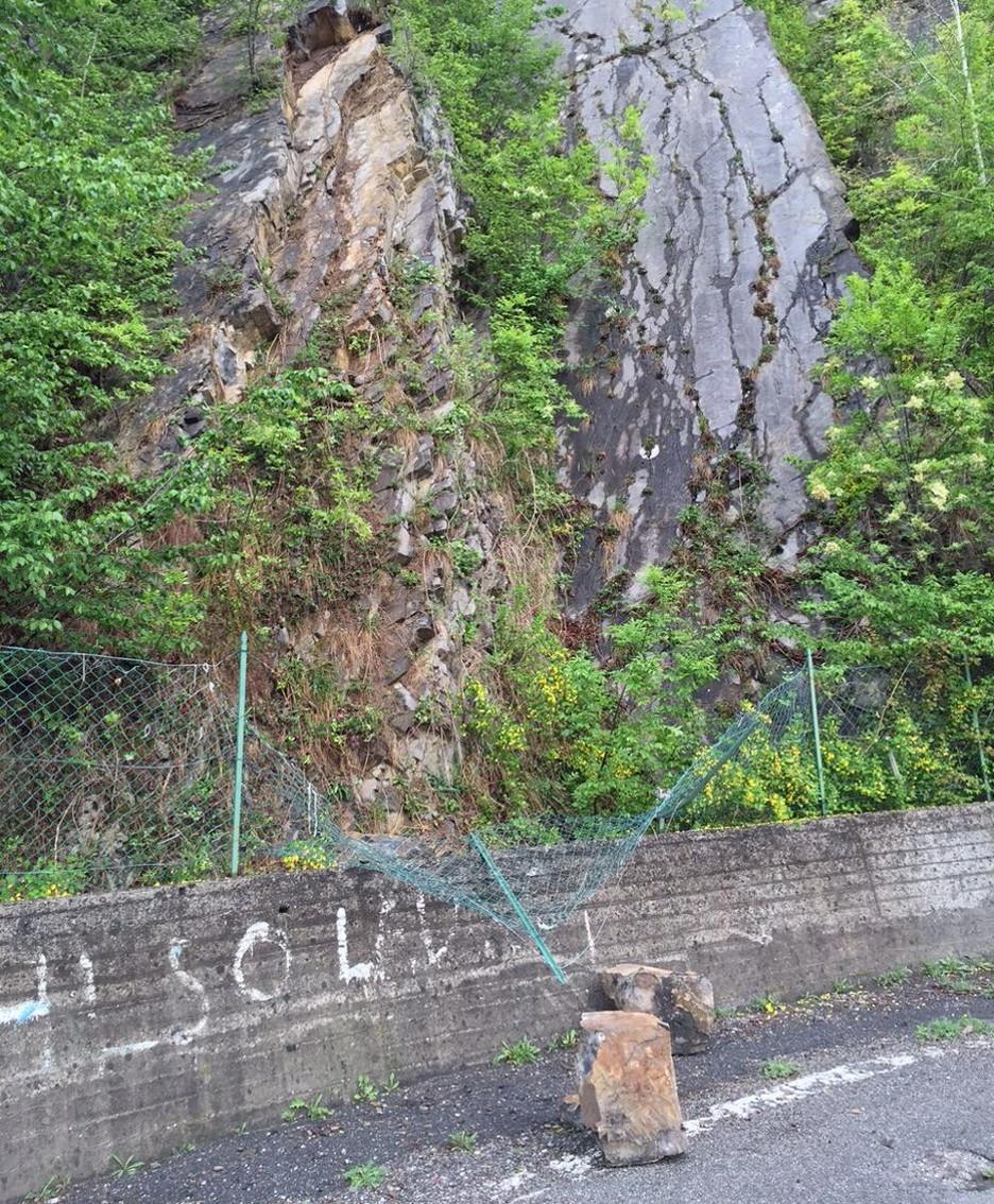 I massi caduti dalla parete rocciosa