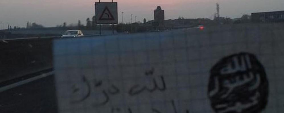 Minacce Isis alle porte di Bergamo Su twitter selfie: «siamo in vostre strade»