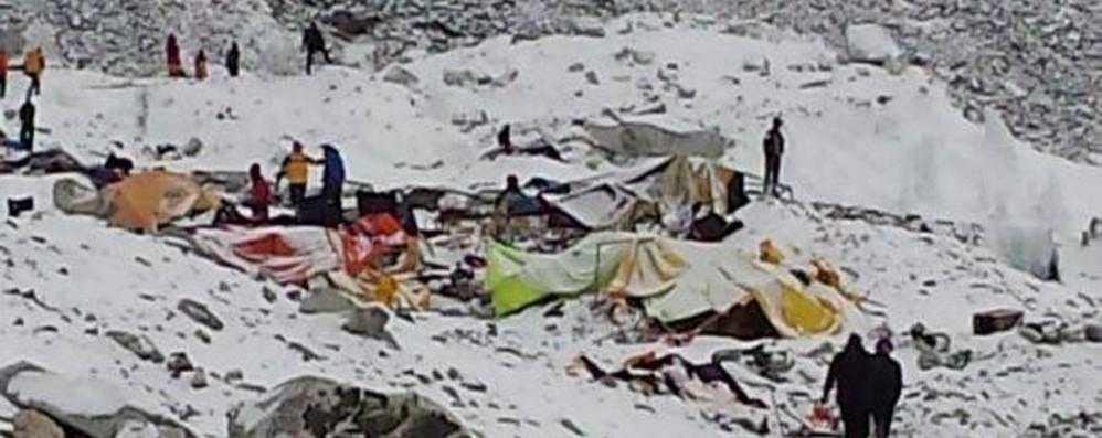 «Tre scosse, la valanga e la catastrofe» Drammatico racconto del medico alpinista