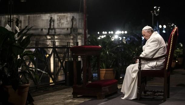 Papa, 'silenzio è complice persecuzioni'