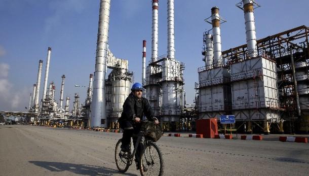 Petrolio: in lieve calo a 58,52 dollari