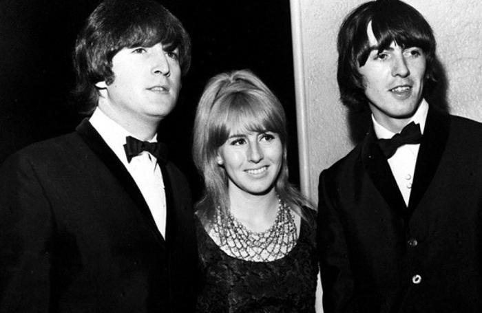 John  Lennon, Cynthia Lennon e George Harrison