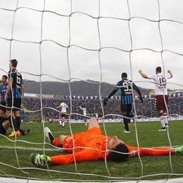 Sportiello a terra, Atalanta in gol