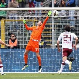 Il portiere dell'Atalanta Sportiello non riesce ad intercettare il tiro su punizione l'attaccante del Torino Quagliarella, è il primo gol del Toro
