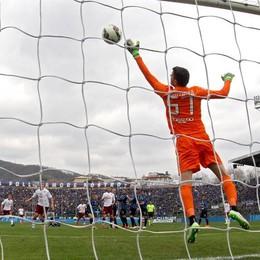 Da un'altra inquadratura il primo gol incassato dall'Atalanta su punizione di Quagliarella