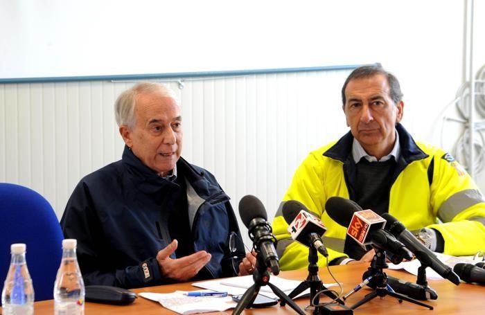 Il sindaco di Milano, Giuliano Pisapia (a sinistra), e il commissario unico di Expo 2015, Giuseppe Sala.