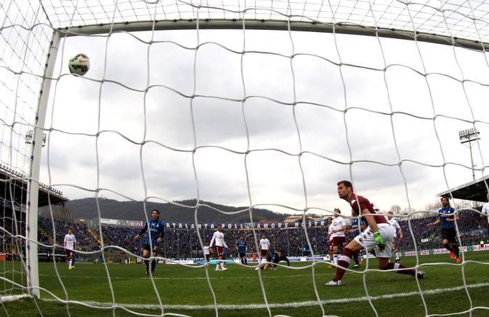 Palla in rete sul gol in semirovesciata di Pinilla