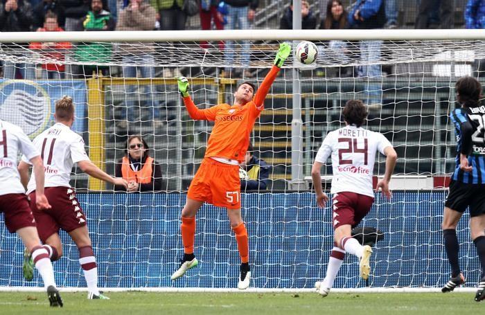 Il portiere dell'Atalanta Marco Sportiello non riesce ad intercettare il tiro su punizione di Quagliarella