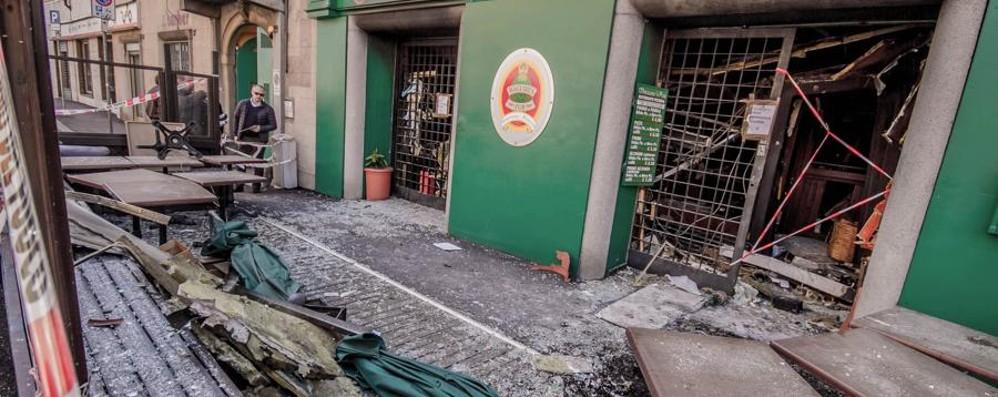 Via Previtali, pompieri ancora in azione Bergamo piange Gigi -  video dopo lo scoppio