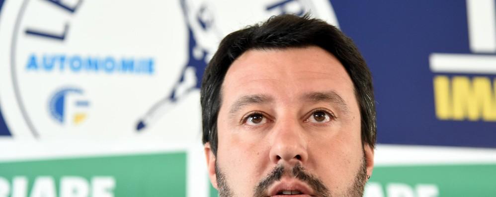 Salvini: i campi rom? Li raderei al suolo Sul leader leghista s'abbatte la bufera