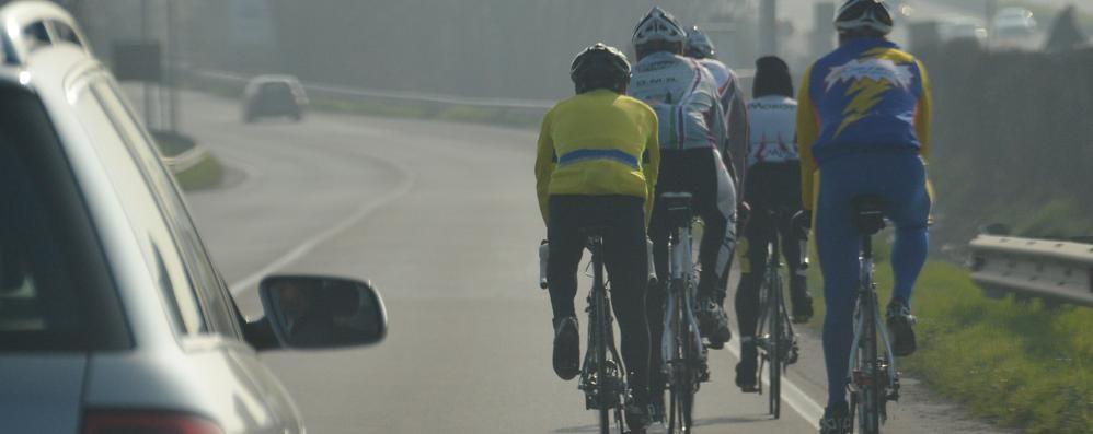 Ciclisti in circonvallazione, la lettera «Un pericolo per loro e per le auto»