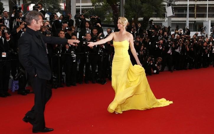 Sean e Charlize mano nella mano a Cannes