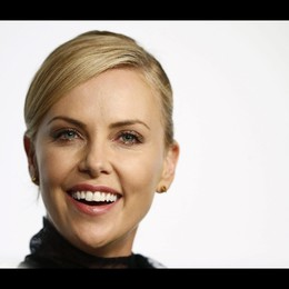 Theron a Cannes, donna-donna per Mad Max