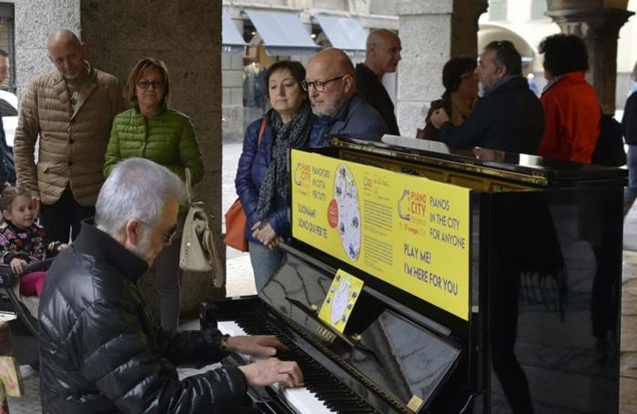 Pianocity in piazza Pontida