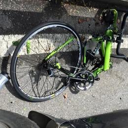 Isola di Fondra, bici contro pick up  41enne in una scarpata: è grave