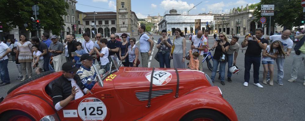 Bergamo, che spettacolo la Mille Miglia Guarda le immagini più belle - Foto/video